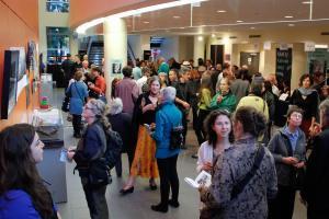 La commissaire Juliana Joos a présidé le vernissage de l'exposition Denis Gougeon: figures.