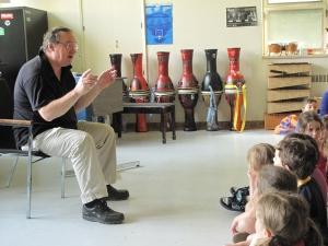 Denis Gougeon a déjà commencé son tour à travers des écoles du Québec.